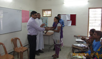 Dr.Binoy-Joseph,-Principal,-Rajagiri-College-handing-over-the-learning-materials-to-students
